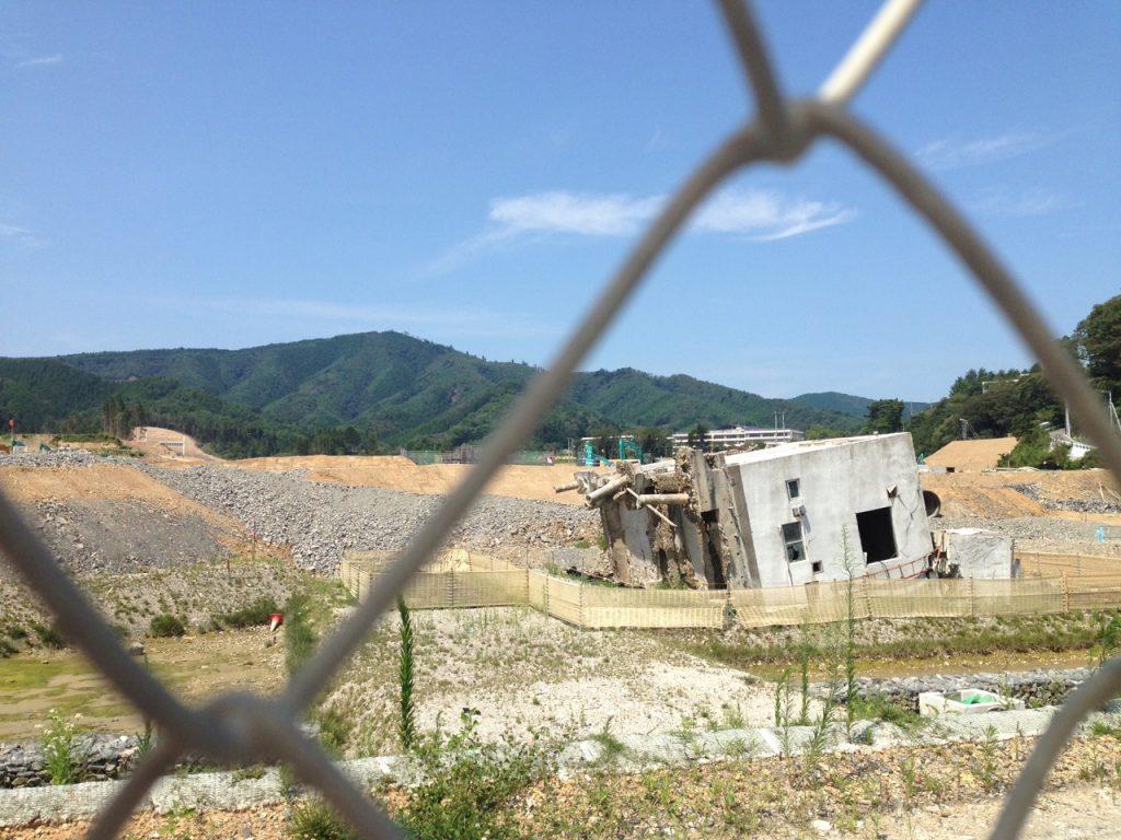 宮城県牡鹿郡女川町での震災の被害を受けた建物