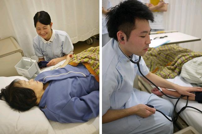写真(左):緊張しながらも笑顔でコミュニケーション 写真(右):初めての経験に緊張した表情での血圧測定
