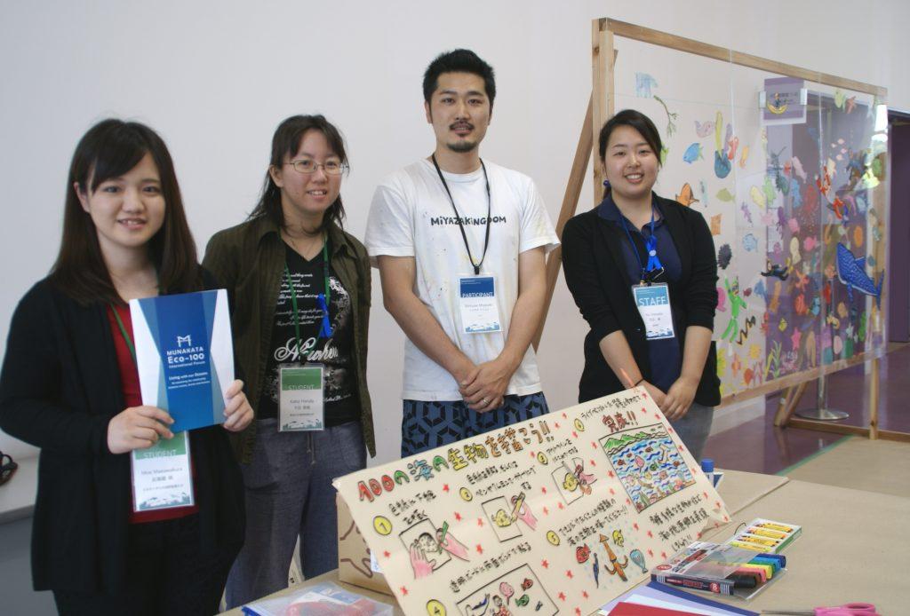 壁画アーティスト ミヤザキ ケンスケさん(佐賀県出身)の作品制作に本学学生(一番左)が協力