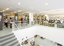 図書館でレポート作り